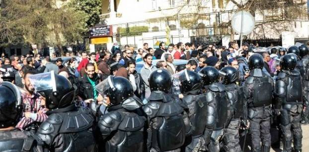 Twelve 'Tiran and Sanafir' protesters released on bail