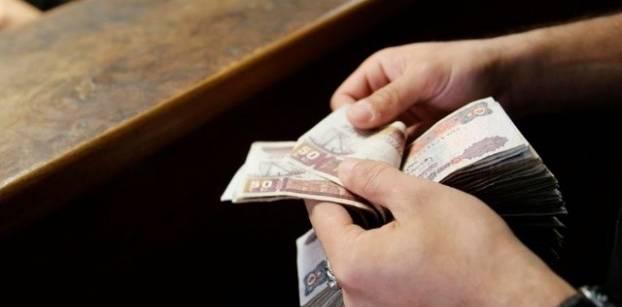 Egypt pound tumbles on black market as Saudi suspends oil aid