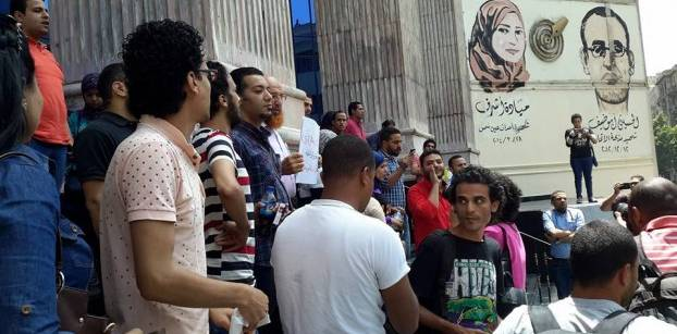 Journalists stage sit-in, interior ministry denies using force