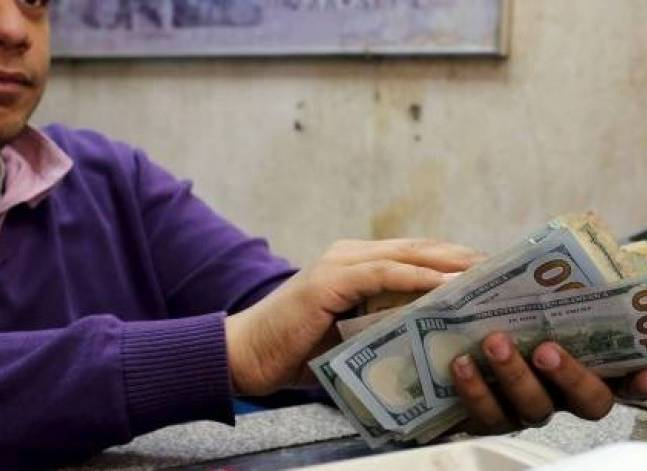 Egypt raids 10 foreign exchange bureaus over black market trading