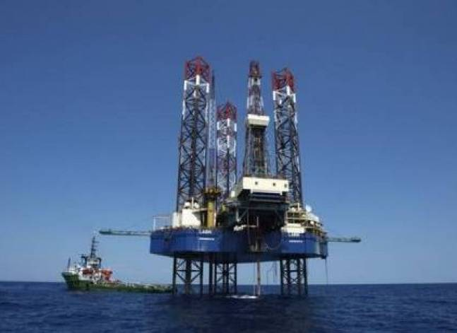 Egypt's petroleum minister signs two oil and gas exploration deals