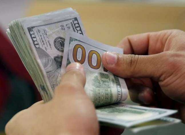 Egyptian pound stable at regular dollar sale, weaker on black market