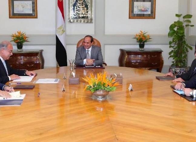 Sisi stresses importance of reducing debt, increasing foreign reserves