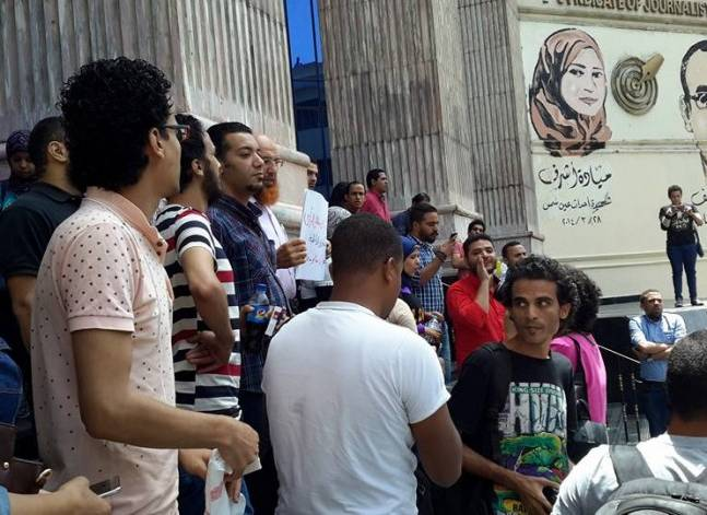 Head of Egypt's Press Syndicate questioned by prosecutors, refuses to pay bail