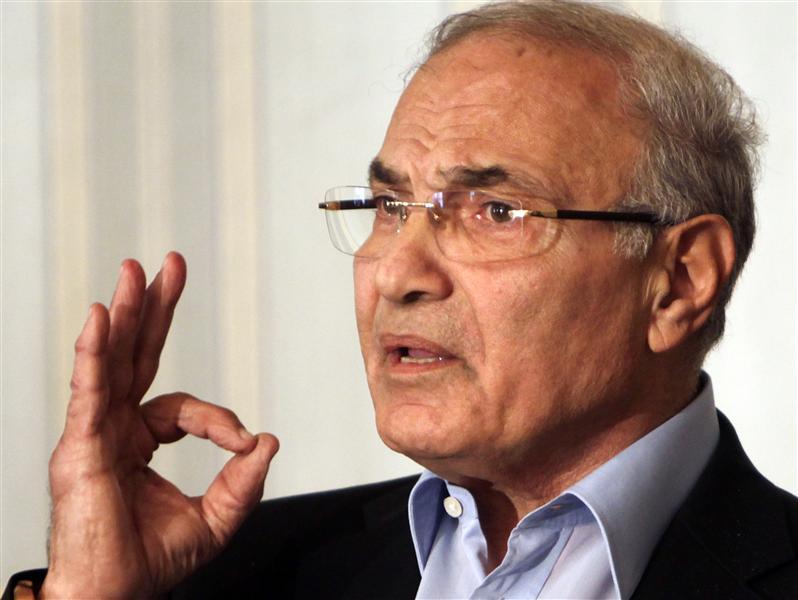 Shafiq asks Mursi to step down to end crisis