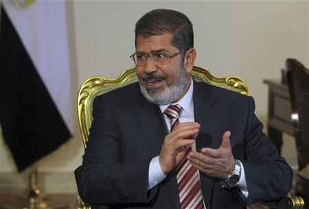 Egypt opposition snubs Mursi plan to ease decree crisis