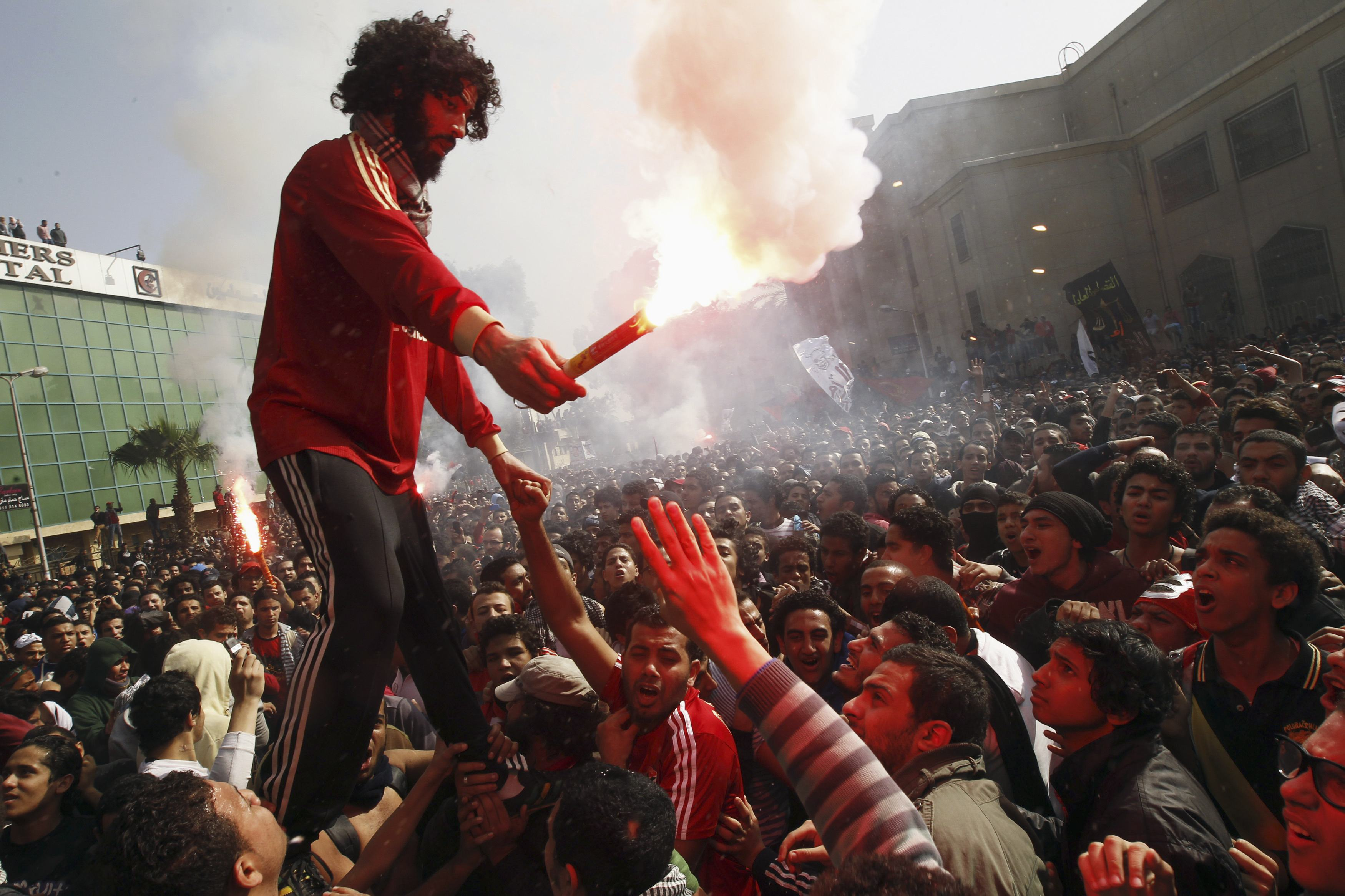 Update: Egyptian youths, police clash in fourth day of street violence
