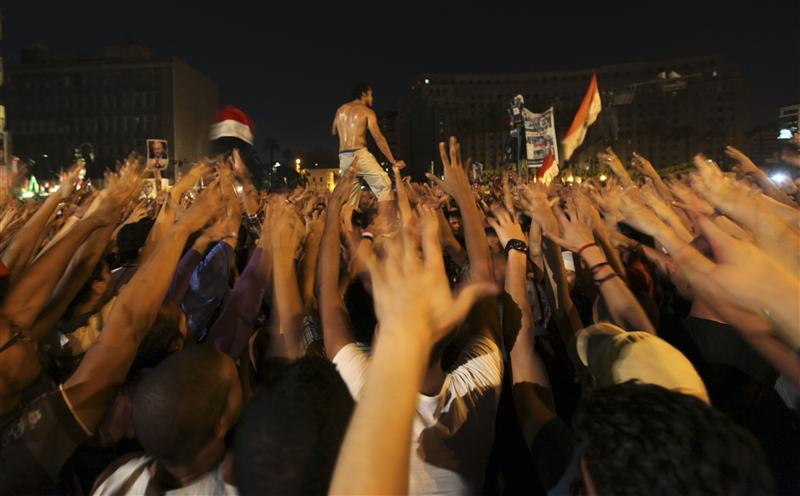 Clashes in Cairo after Mursi seizes new powers