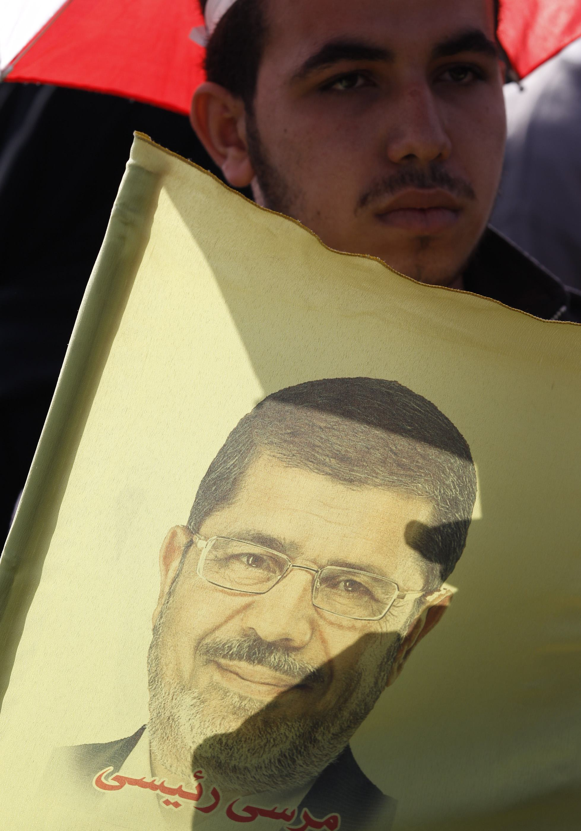 Mursi and aides formally face new espionage charges