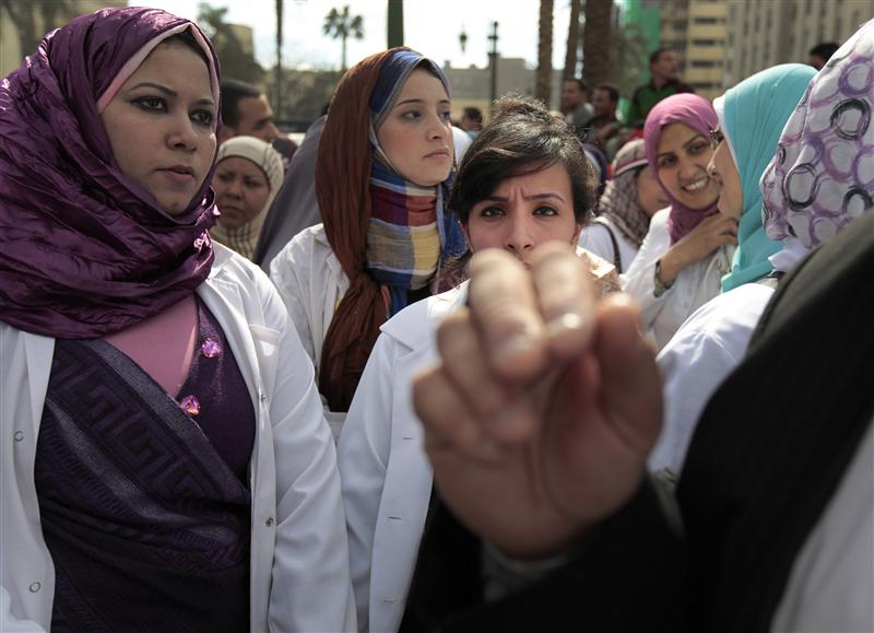 Hundreds of doctors rally outside syndicate amid standoff with interior ministry