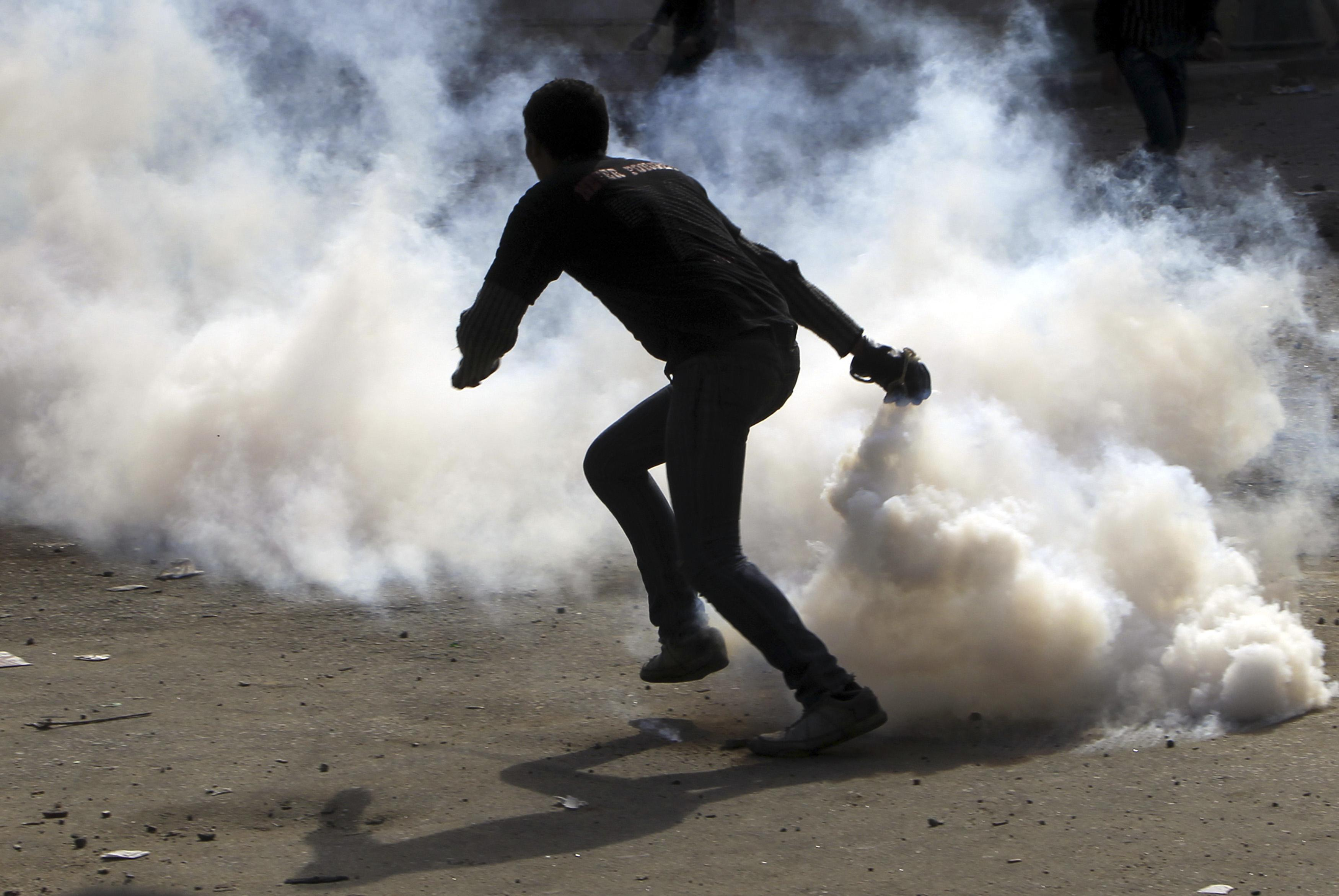8 policemen wounded, molotov thrown at parliament - Interior Ministry