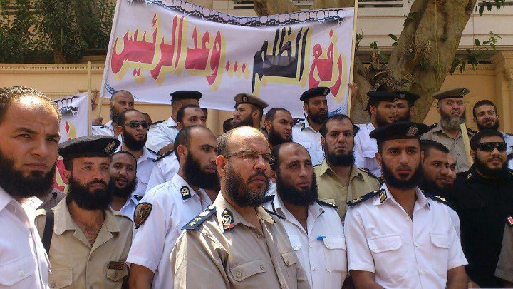 Egypt court allows bearded policemen back to work