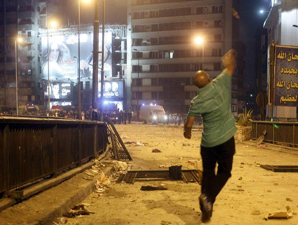 Pro and anti-Mursi clashes leave 17 injured in Ismailiya