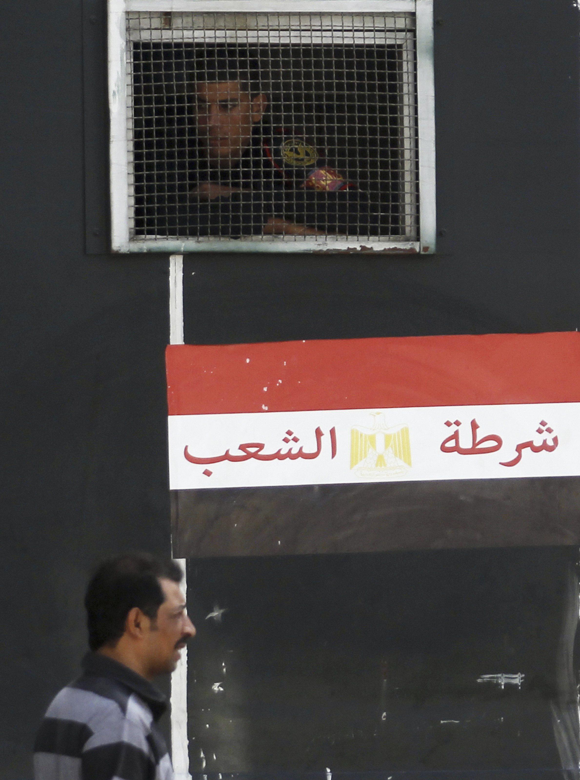 Two policemen killed on Suez road