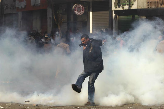 Clashes flare at pro-Mursi march in Egyptian city, one dead
