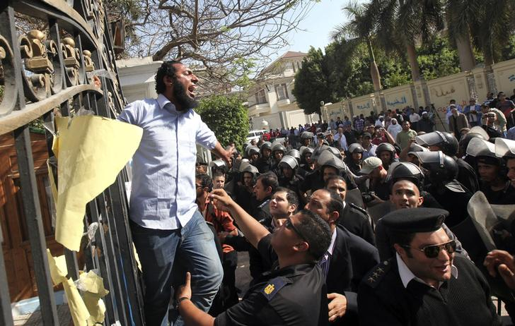 """Egypt Islamists call for Tuesday protests against """"coup"""""""