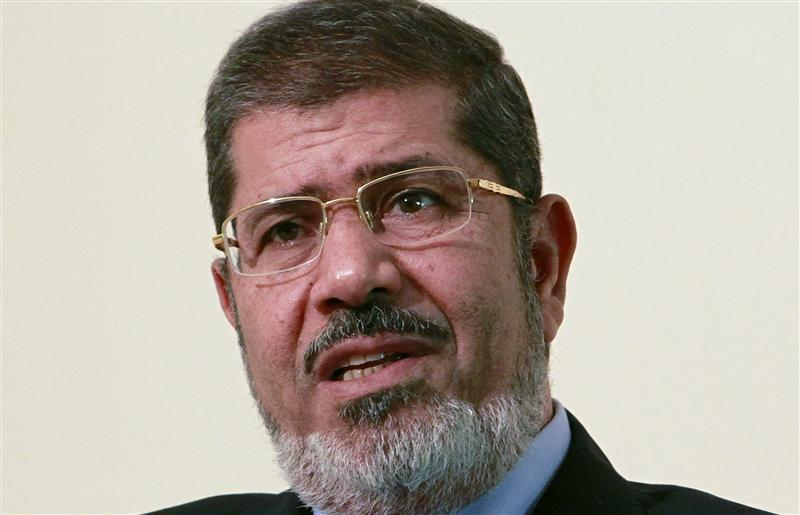 Egypt's Mursi rescinds controversial decree