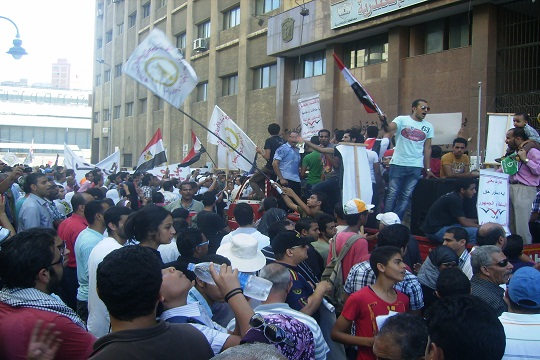 Egypt: Thousands march from Al-Azhar to Tahrir in solidarity with Gaza