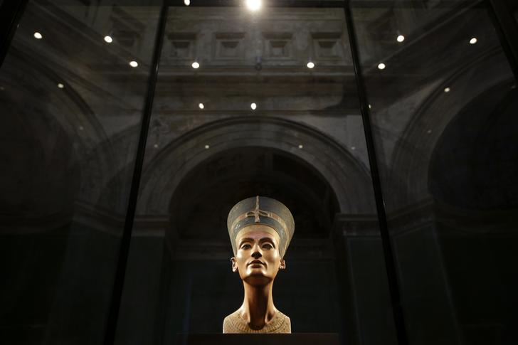 Search for Nefertiti inside Tutankhamun's tomb approved