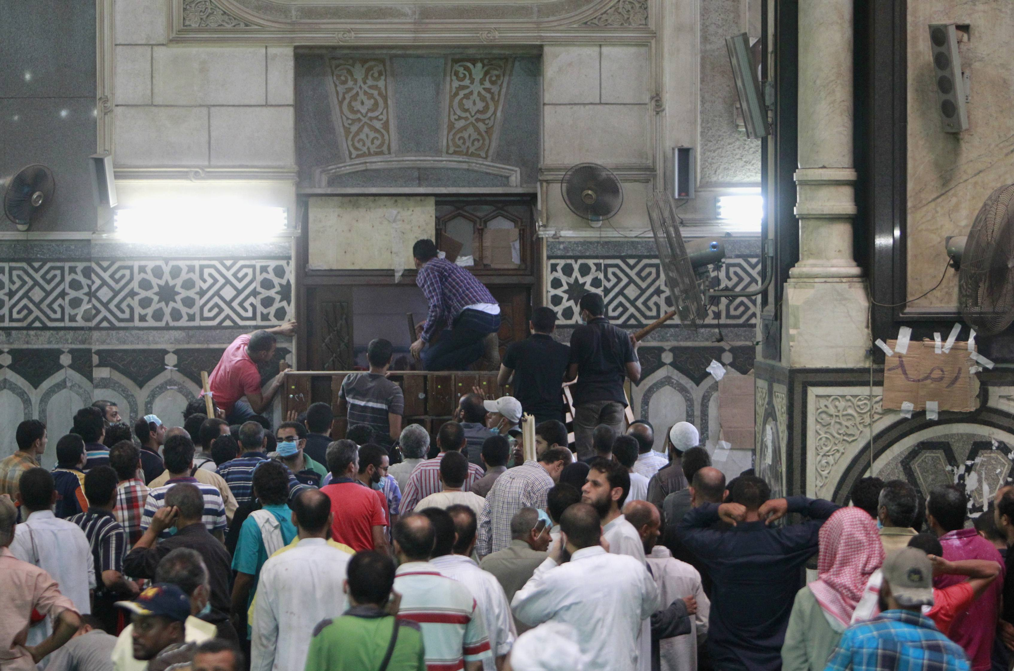 Egypt arrests 385 for Fattah Mosque clashes
