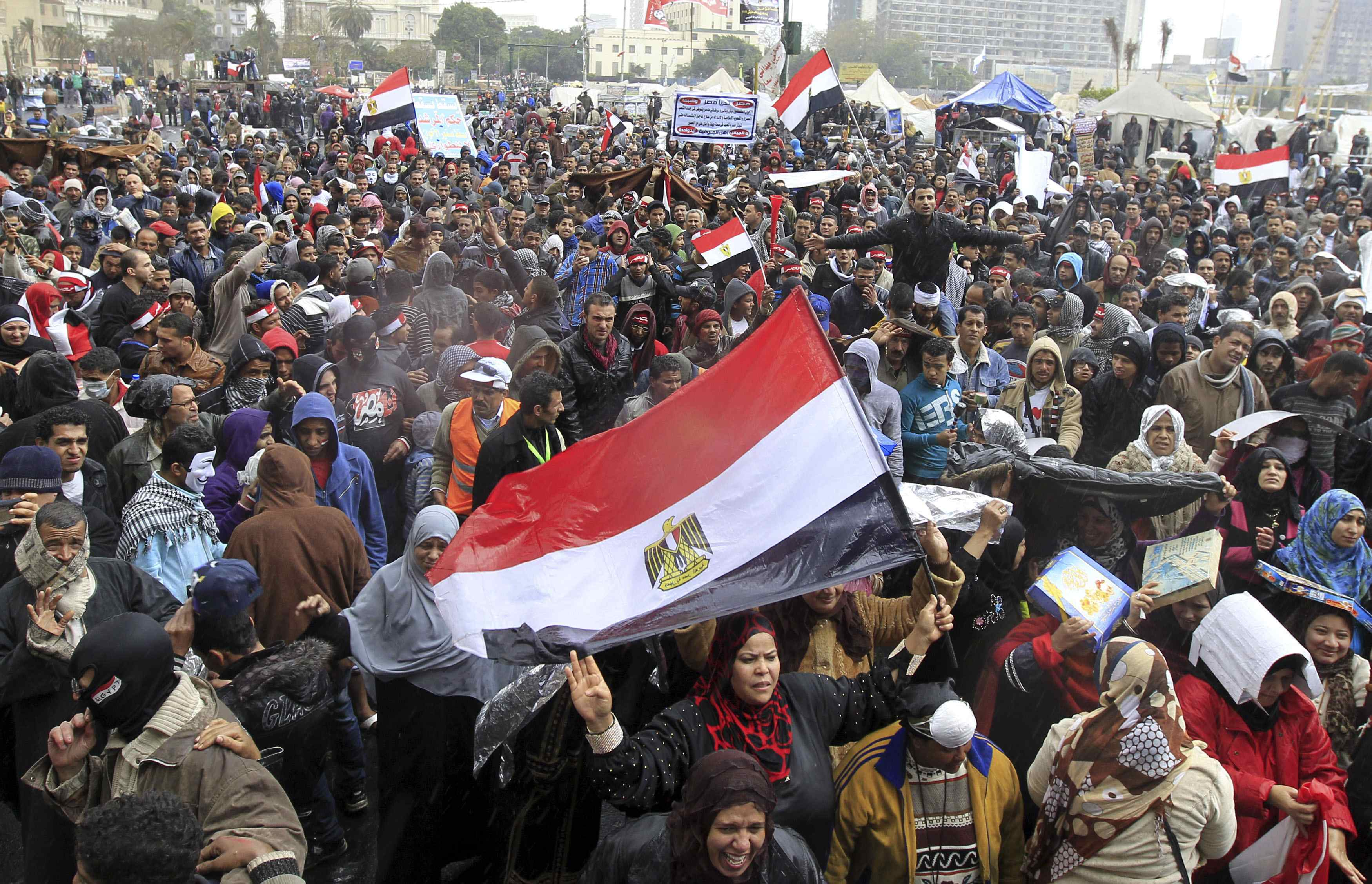 Breaking: Clashes erupt between security, protesters at presidential palace