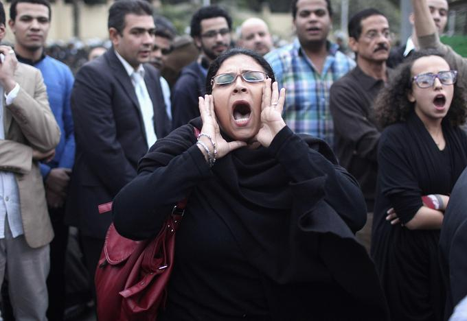 104 injured, no deaths at presidential palace, Tahrir - MOH