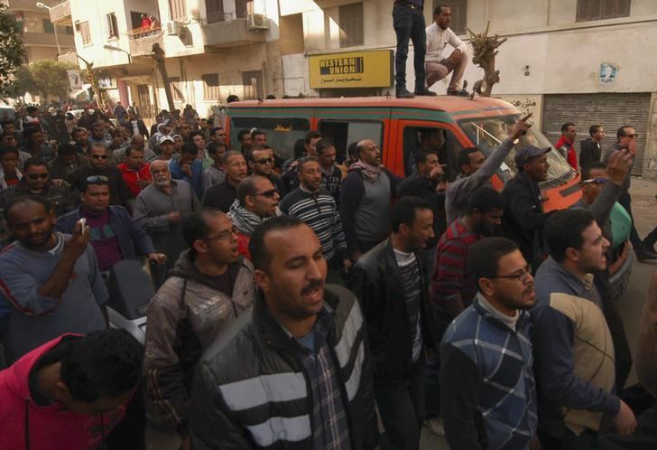 Protesters torch Suez police station, fight over arms