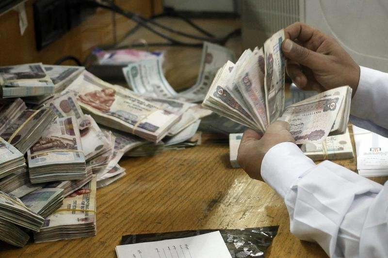 Egyptian pound lifts in parallel market, as government reshuffle eases pressure on demand