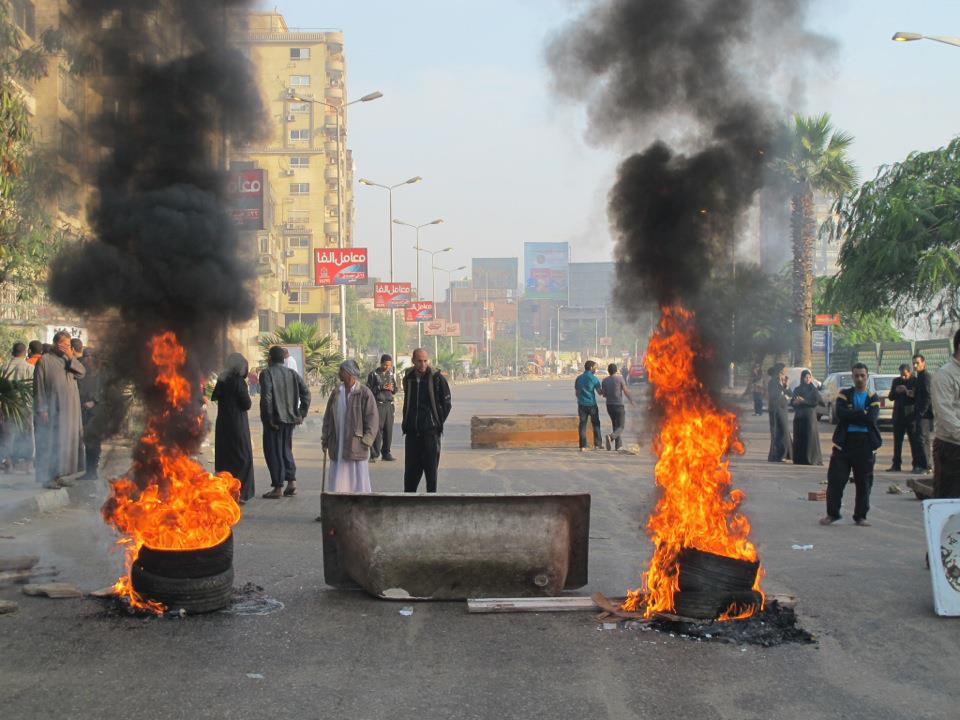 Angry residents block Cairo road, refuse to negotiate