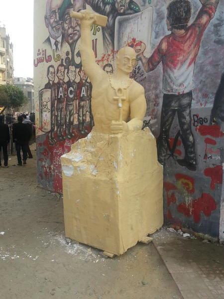 Protesters head to Tahrir to protest Mursi's decree