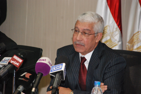 Egypt loses L.E. 100 million  daily because of unrest - Minister of Finance