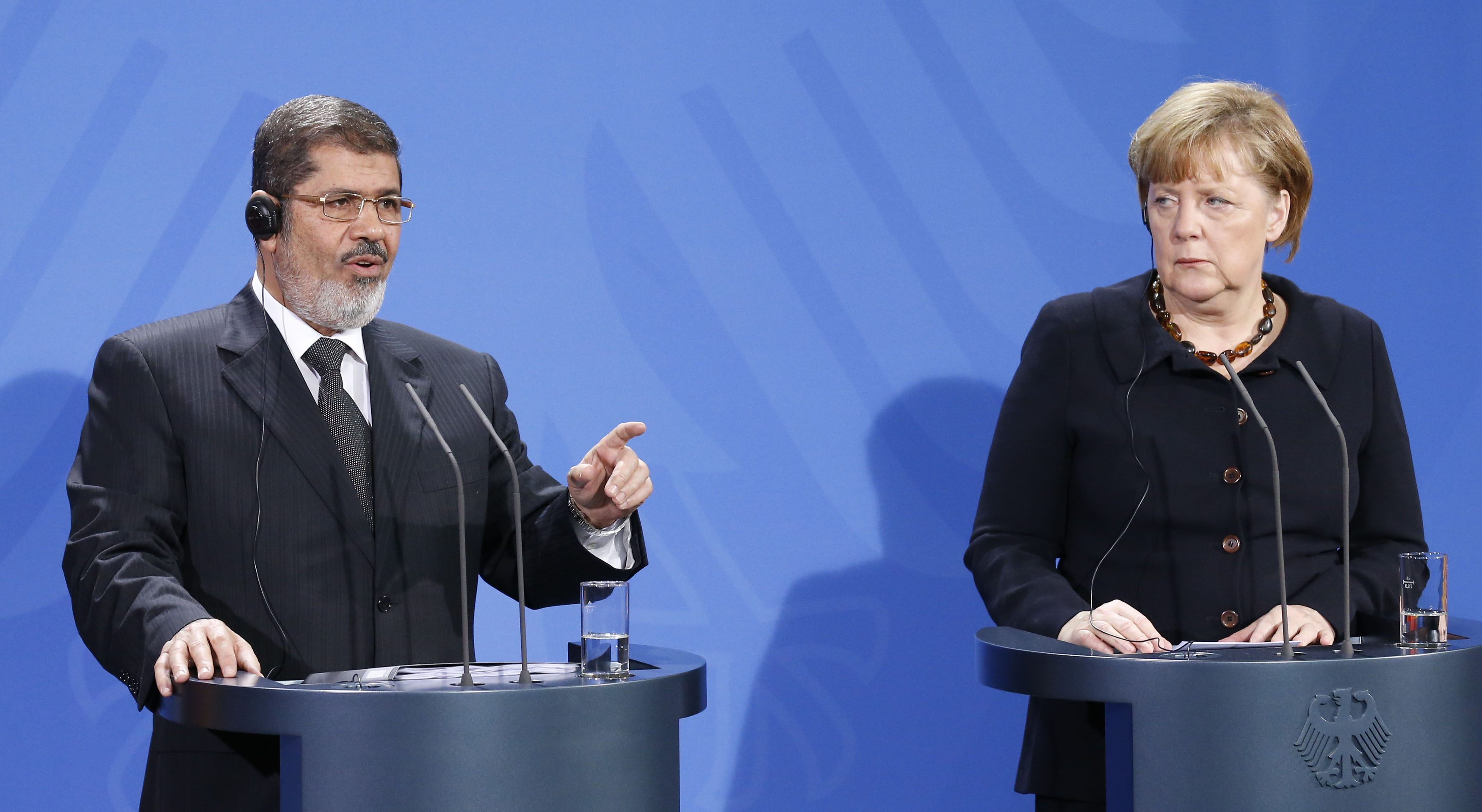 Update - Merkel urges Egypt's Mursi to hold crisis dialogue