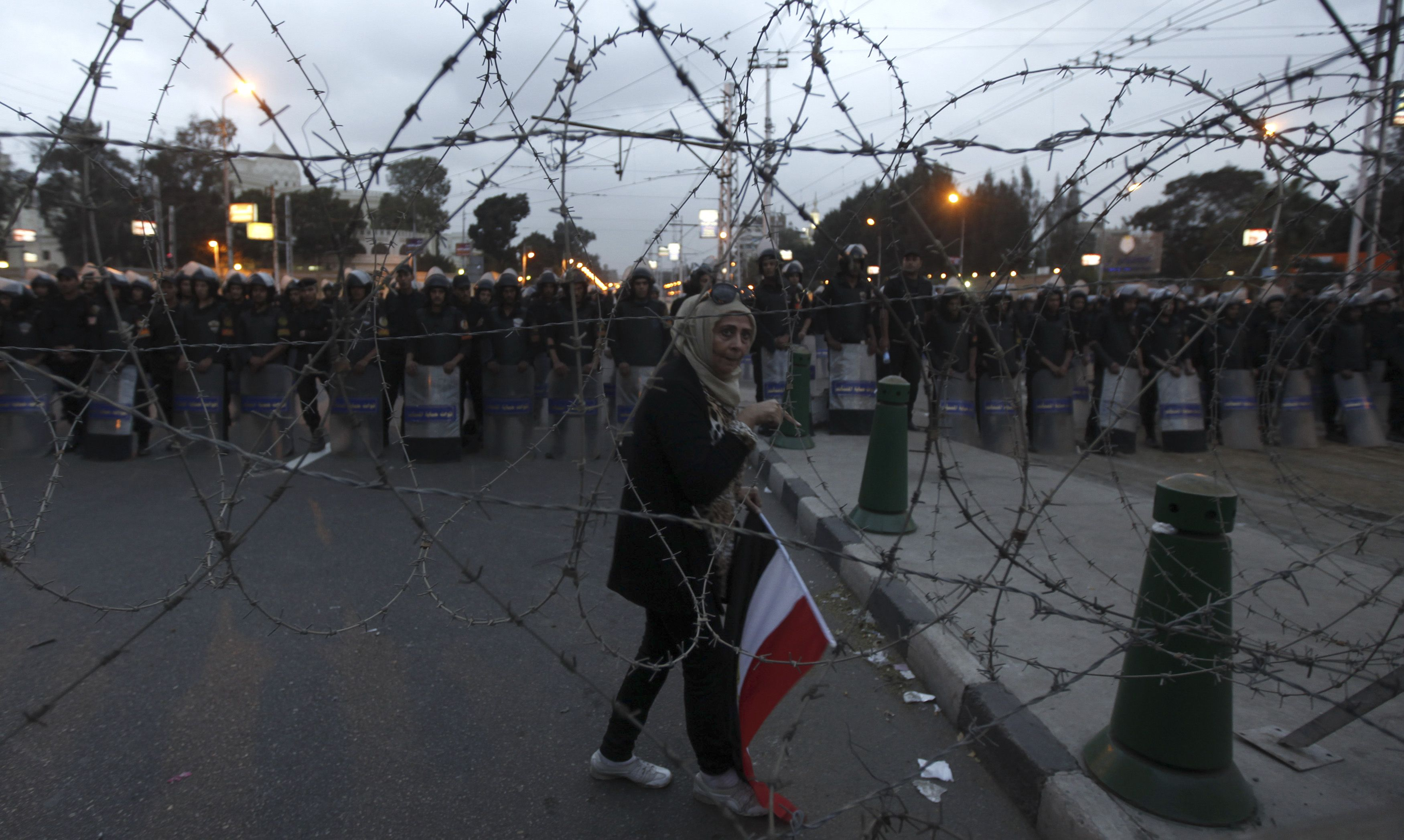 MOI: 40 policemen injured in presidential palace scuffles