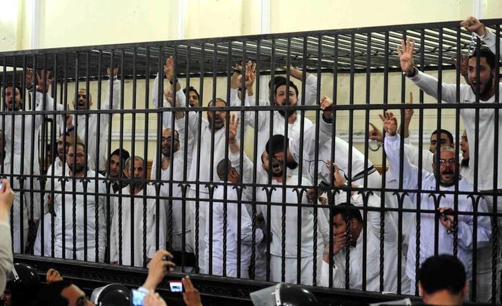 BREAKING l Egypt court sentences 37 to death, 491 to life over violence