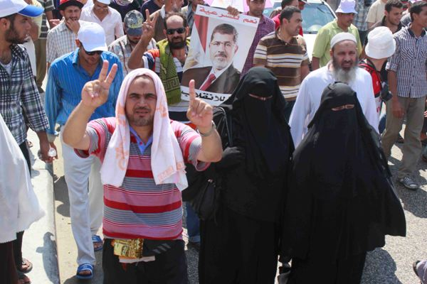 Scores of Brotherhood supporters cut Cairo's Salah Salem Road