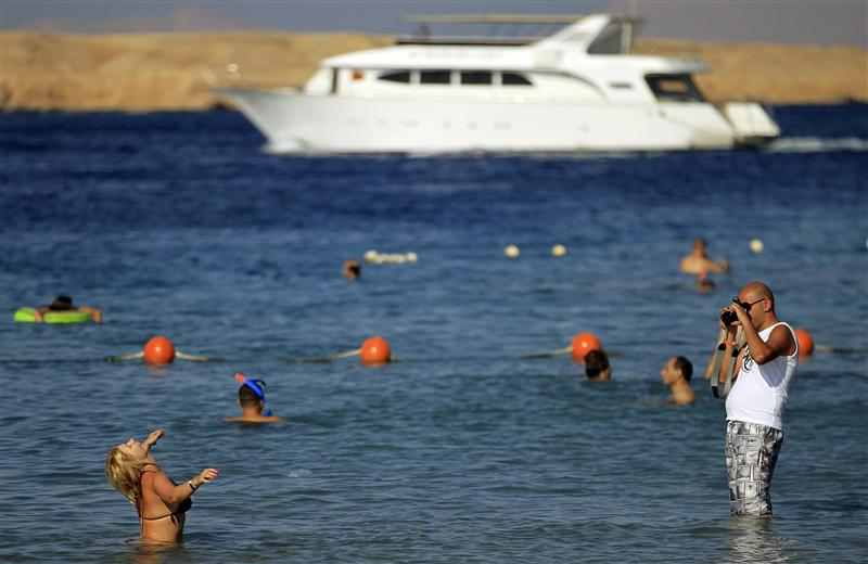 Egypt says tourist numbers rise 17 PCT in 2012