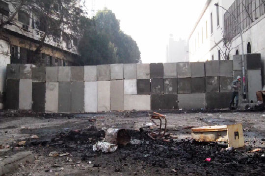 Egypt removes wall barricading downtown Cairo