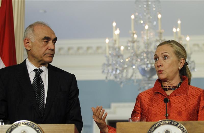 Clinton, Egypt's foreign minister discuss political crisis, Gaza