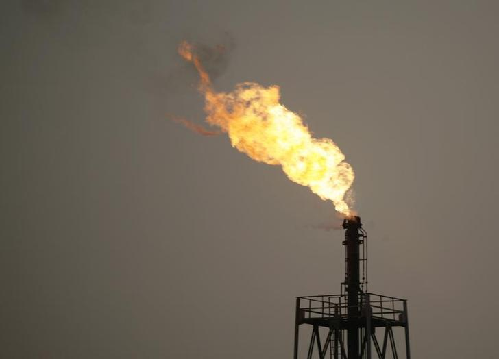 Fire in offshore oil rig 'under control' - ministry