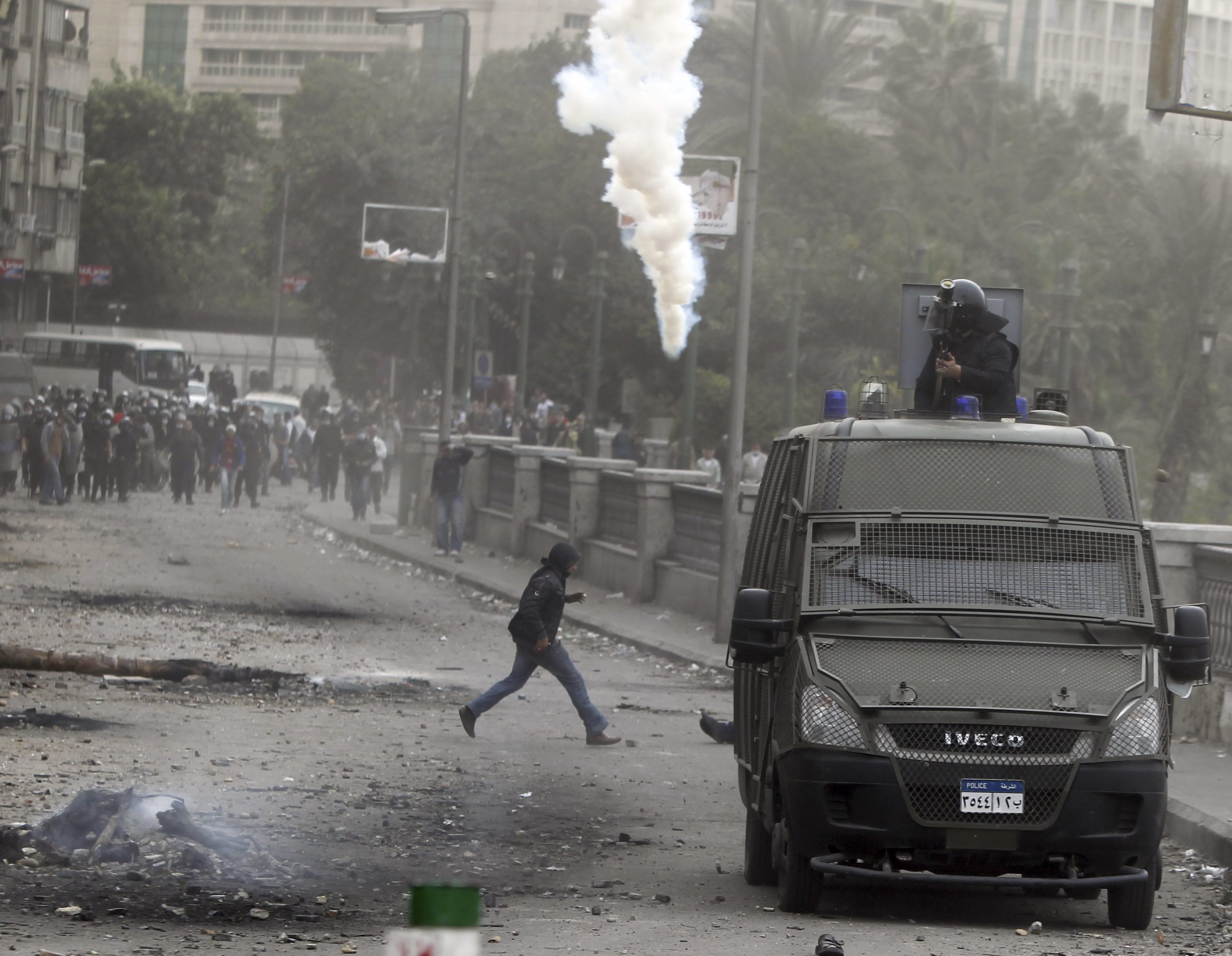Security forces shoot indiscriminately at protesters in Cairo