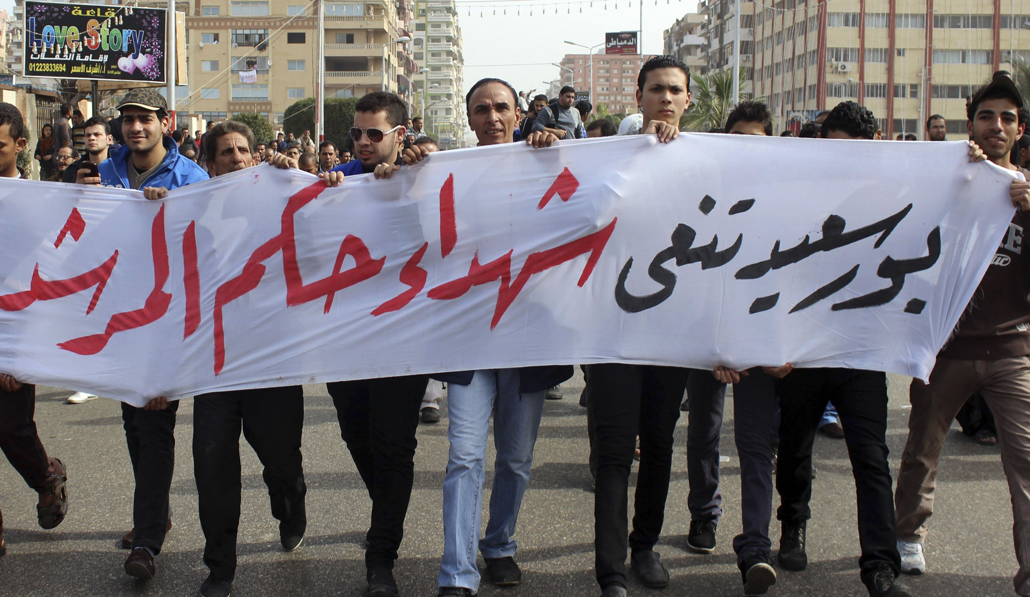 Port Said: Funerals and clashes continue in besieged city