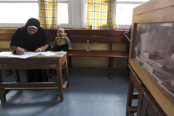 Egypt brings forward election start to defuse Christian row