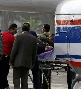 وصول مبارك بطائرة إسعاف لمقر أكاديمية الشرطة لمحاكمته، رويترز