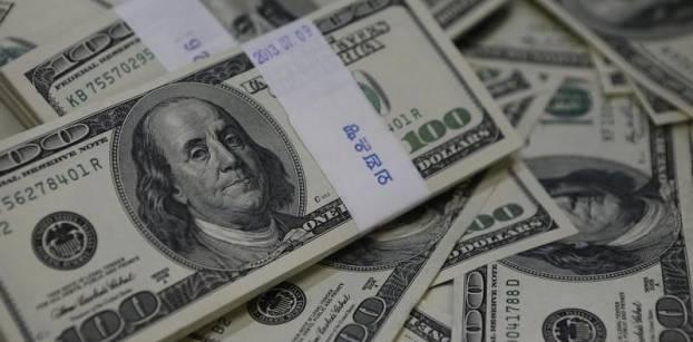 الجنيه يتراجع 14.5% في أول تخفيض في عهد عامر