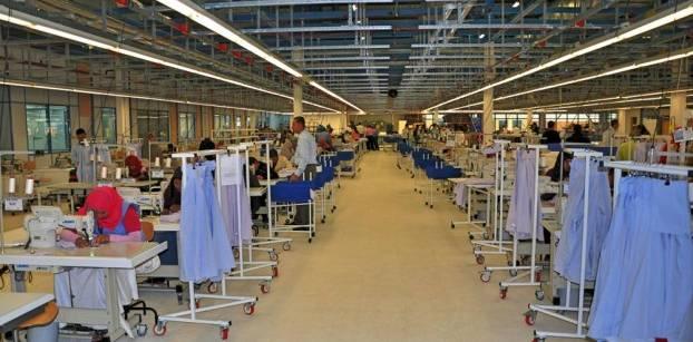 وزارة الصناعة تدرس إنشاء منطقة سورية للصناعات النسيجية في مصر