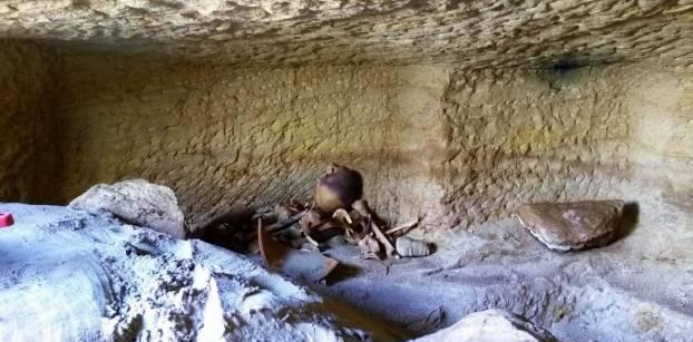 بالصور.. الآثار: اكتشاف 12 مقبرة بمنطقة جبل السلسلة بأسوان