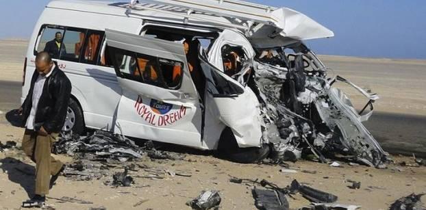 مقتل 5 أشخاص وإصابة 14 آخرين في حادث تصادم بأسوان