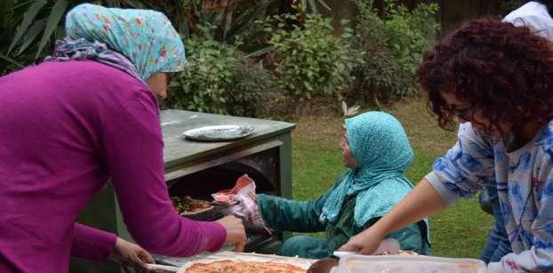"""""""بلديني"""".. فلاحات يصنعن البيتزا على الطريقة المصرية"""