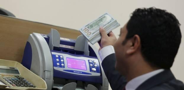 المركزي يخصص خط اتصال لشكاوى العملاء ضد البنوك والصرافات