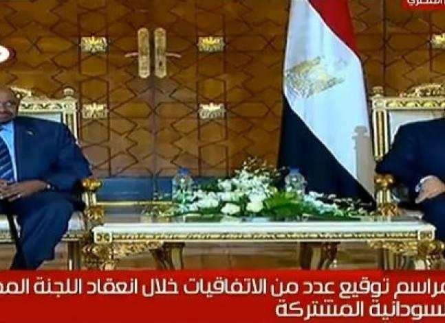 السيسي والبشير يشهدان التوقيع على اتفاقيات لتعزيز التعاون بين البلدين